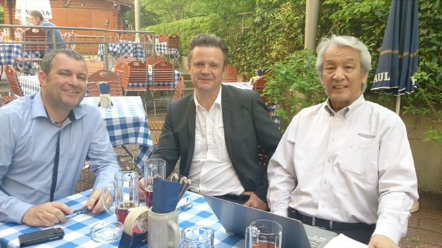 左から イギリスからの出席者、アラン・ハンセン、駒村(会議前日の個別ミーティング)